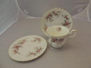 ROYAL ALBERT LAVENDER ROSE TRIO CUP SAUCER PLATE