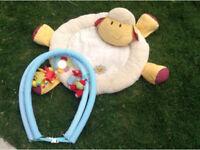 Blossom farm playmat