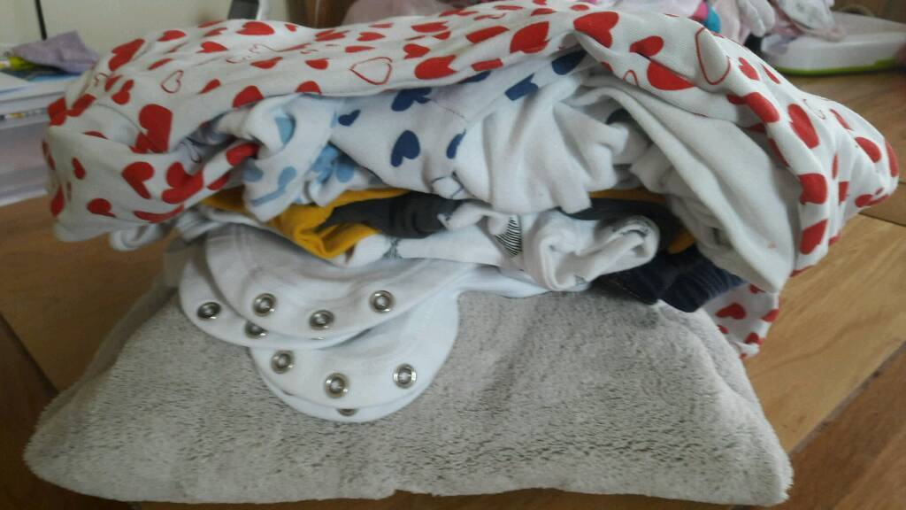 Bundle of baby girl/boy 0-3 Month clothes