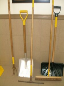 Outils(pelles-herse-brosse-essui vitre)