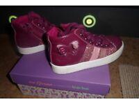 Clarks PattieRosy Junior Girls Hi Top Trainers Berry Leather Size 9.5 F