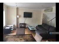 3 bedroom flat in Queensborough Terrace, London, W2 (3 bed)
