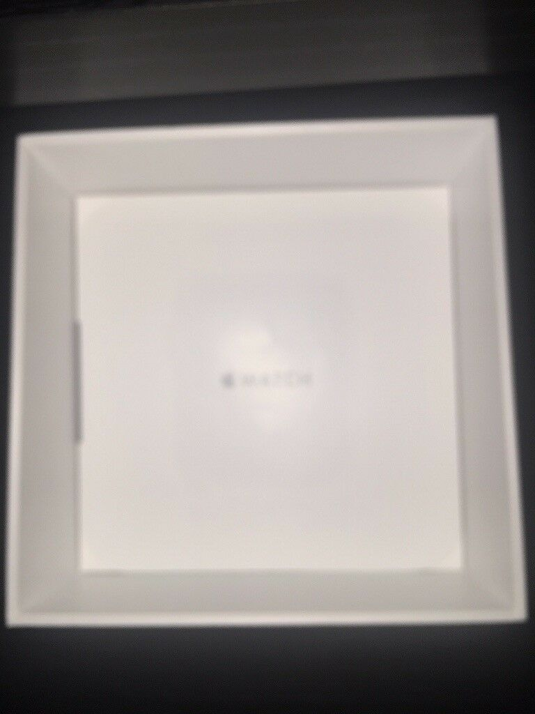 Apple Watch 42mm SS White sportin Salford, ManchesterGumtree - Apple Watch 42mm sport white with sapphire crystal Retina display and comes with charger