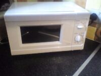 Almost new 850 watt microwave!!!!