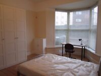 2 comfortable doubles room in a 3 bed flat close to Uni, station and city centre