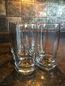 Set of 10 drinking glasses.