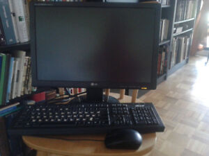 Acer PC desktop with accessories, like new!