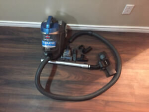 Vacuum on sale, Excellent condition-BISSELL Powerforce Turbo