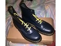 A pair of Dr martens Boots As new Size 12 in a navy blue colour
