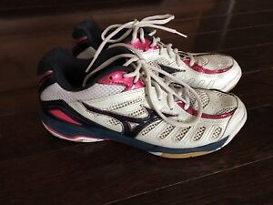 Ladies size 7.5 volley ball shoes