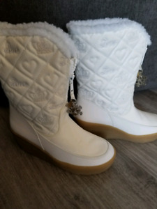 Juicy Couture snowflake boots