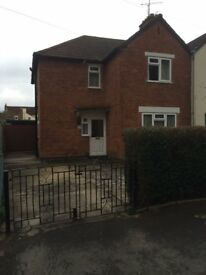Spacious 3 bedroom semi detached house with double parking £800 pcm