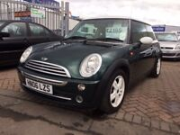 2006 06 MINI COOPER IN BRITISH RACING GREEN WITH WHITE ALLOYS STUNNING CAR FSH GOOD SPEC BARGAIN MOT