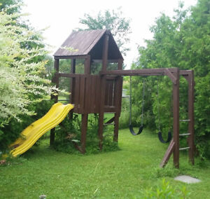 A GREAT PROFESSIONALLY DESIGNED AND BUILT BACK YARD PLAYHOUSE
