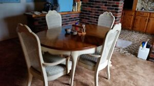 Dining table w 2 leaves, 6 chairs, Hutch w/ glass doors. Classic