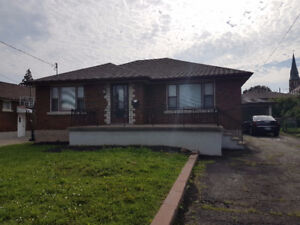 Thorold. 3 Bedroom Bungalow with in-law suite