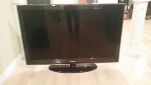 SAMSUNG 52 INCH IN AMAZING CONDITION