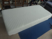 HYPNIA SINGLE MEMORY FOAM mattress. Little used, always protected. Excellent Condition