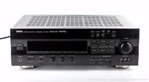 Yamaha RX-V592 Surround Sound Receiver  avec 3 haut parleurss