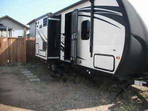 2014 SOLAIRE TRAVEL TRAILER IN LIKE NEW CONDITION