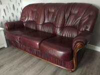3 SEATER LEATHER SOFA AND 2 MATCHING CHAIRS