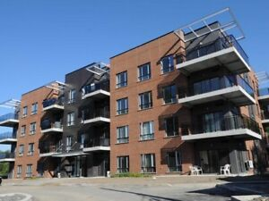 pointe-Claire, condo neuf libre/new condo for rent