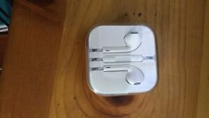 Brand new apple headphones