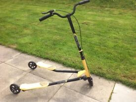 Flicker scooter. With steering and brakes. Suitable for 10 years plus.