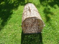 Wicker cat basket with carrying handle