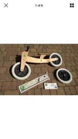 Wishbone balance bike