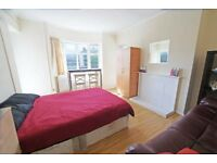 **Modern and Luxury close to Commercial Road*