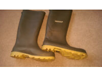 Pair of Dunlop Wellington Boots size 10 little worn