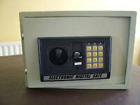 Small Electronic Safe with backup key