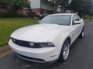 2010 Ford Mustang GT with nav