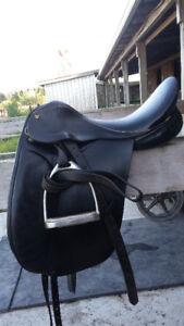 "17""Collegiate Dressage Saddle"