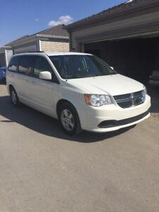 2012 Dodge Grand Caravan SXT Minivan, Van