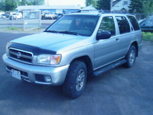 2002 Nissan Pathfinder LE SUV, Crossover
