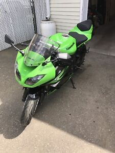 2011 Kawasaki Ninja ZX-6R LOW KMS MINT
