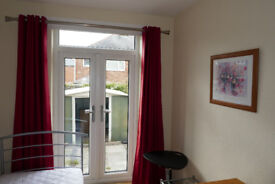 South Bank - all inclusive, attractive room to let, shared house - £400 pcm