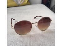 Ladies round sunglasses, brown Tortoise details