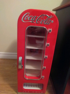 Coca-Cola Mini 10 Can Retro Fridge *MINT*