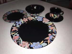FOR SALE: 4 Place Setting of Dishes