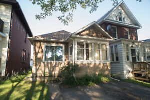 ***316 SYNDICATE AVENUE NORTH *** GREAT STARTER!!!!***
