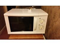 Sainsburys White 17l Microwave oven