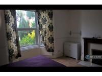 5 bedroom house in Hawstead Road, London, SE6 (5 bed)