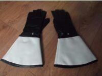 RUC MOTORCYCLE GLOVES AND RUC GLOVES - BOTH APPEAR TO HAVE BEEN UNUSED. BANGOR AREA. £40