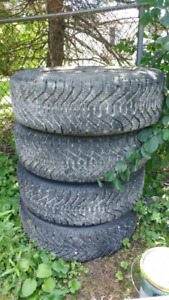 4 Almost new nordic winter tires 15s