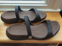 CROCS. GENUINE WOMENS SANDALS