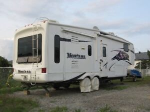 Fifth Wheel Montana 3075RL - 10th Anniversary Special Edition