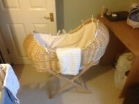 Isabella Alicia Natural Izzy-Pod Moses Basket (Bubble Cream) with stand